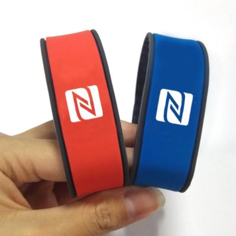 2017color smart bracelet