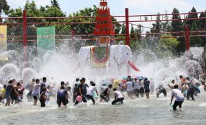 bathe the Buddha